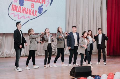 «Люди в пиджаках»:  клуб весёлых и находчивых  черноморских школьников