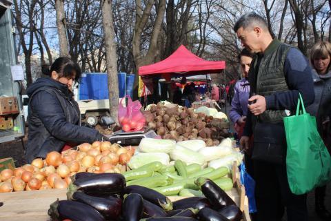 Крымские аграрии 29 февраля реализуют 180 тонн собственной продукции