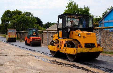 Ремонт дорог в Черноморском районе продолжается