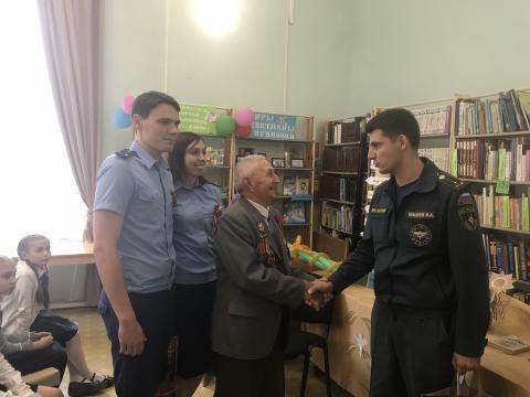 Сотрудники Онд и прокуратуры поздравили  ветеранов с Днём Победы