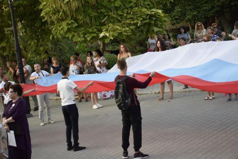 Гордость наша и слава — трёхцветный российский флаг!